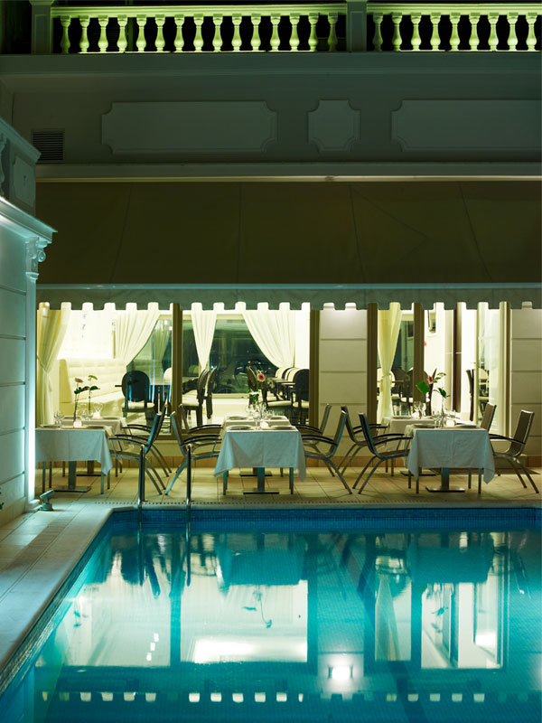 hotel-pool_restaurant-services-4